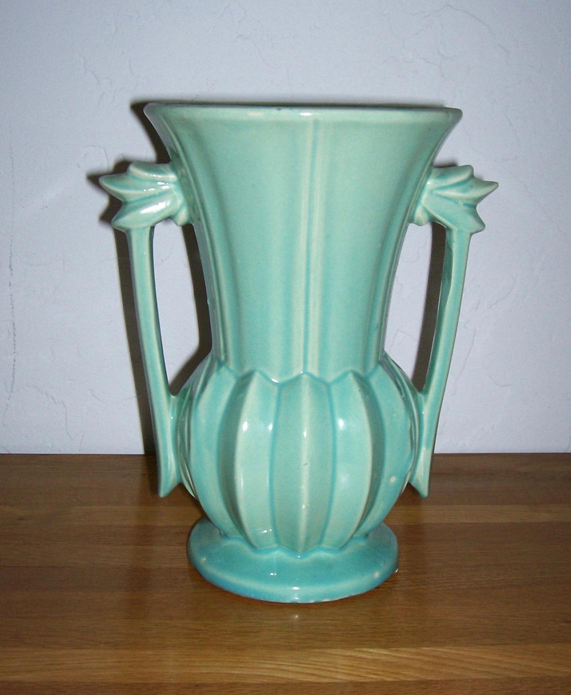 HR-McCoy-vase-side-view