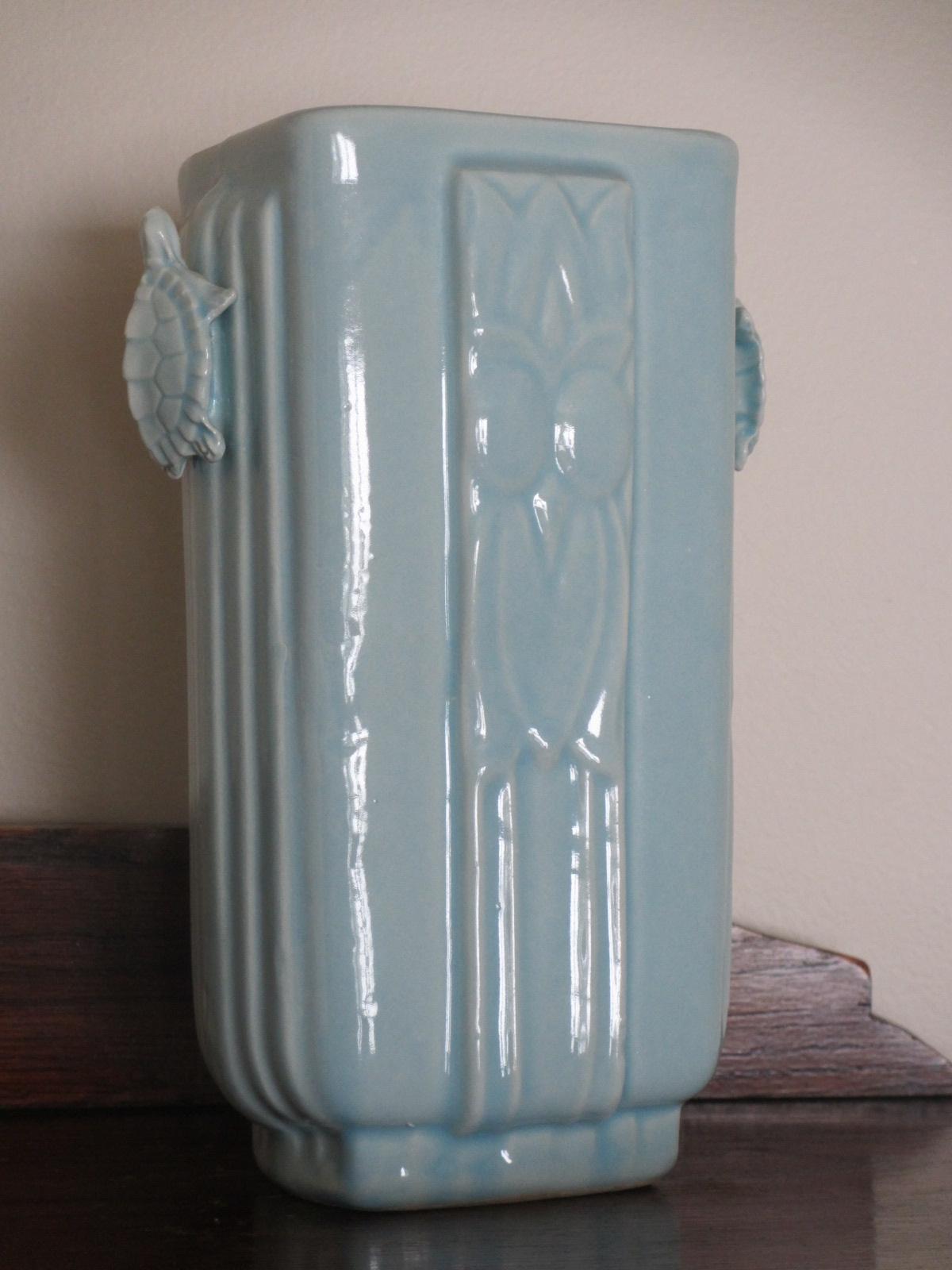 Blue-turtle-vase